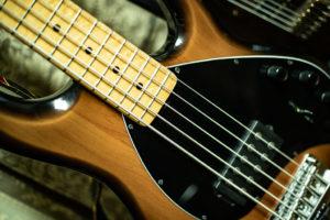 エレキベースギター スティングレイ